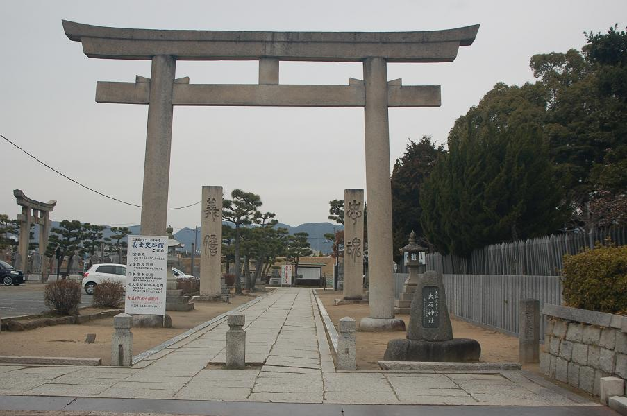 DSC_0030長屋門から大石神社へ参道