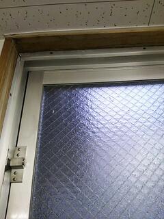雨漏り 窓枠上