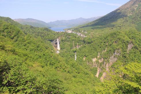 華厳の滝と男体山-1
