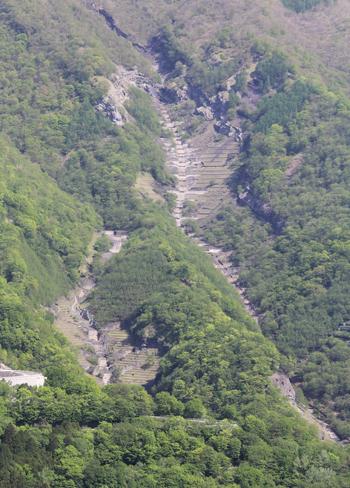 華厳の滝と男体山-8