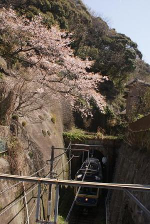 極楽寺駅際のトンネル