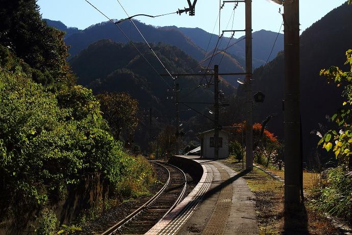 09 鶯巣駅