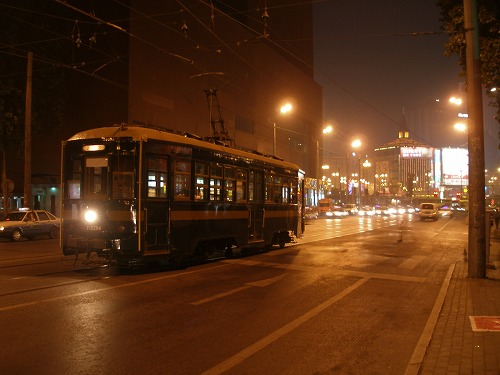07091104路面電車のある夜景@大連駅前