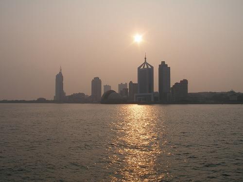 07091514沿海都市・青島の夕陽