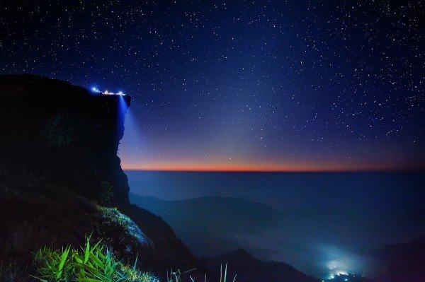 夜空と地上の光りとimage