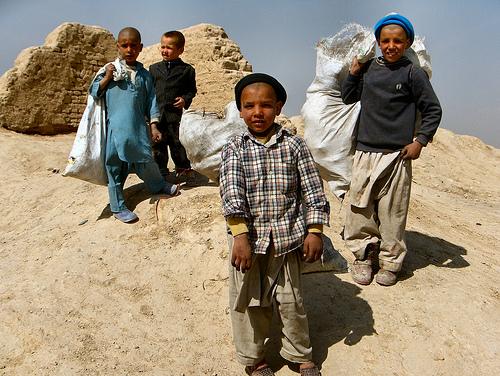 働く子供たち(アフガニスタン)