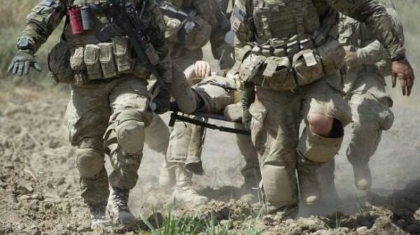 負傷した兵士(搬送)image