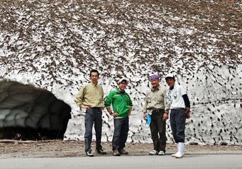 秋山郷の雪渓