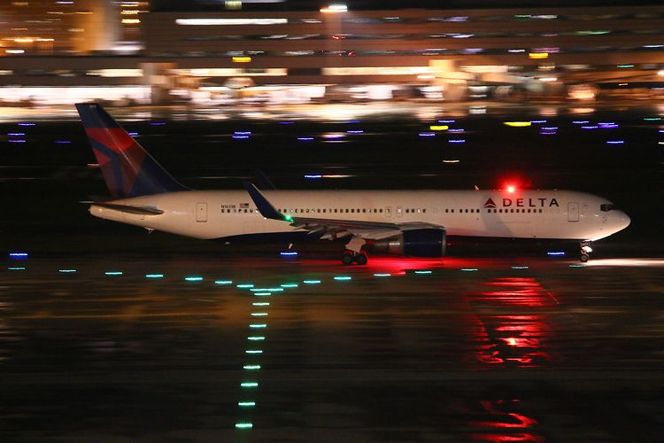 1409羽田空港③ (326)FC2