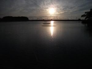 140925浮橋から夕陽