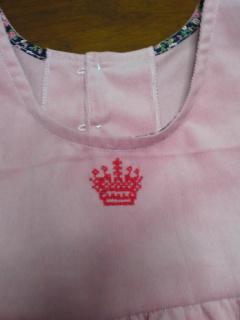 王冠刺繍付き