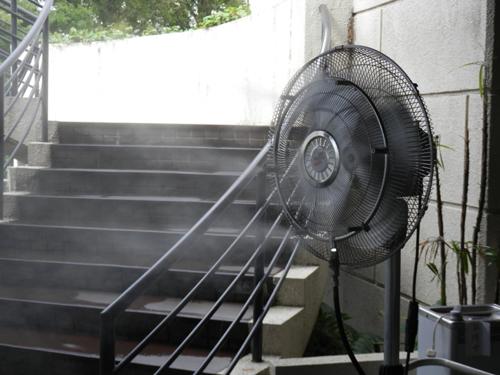 ミスト扇風機1