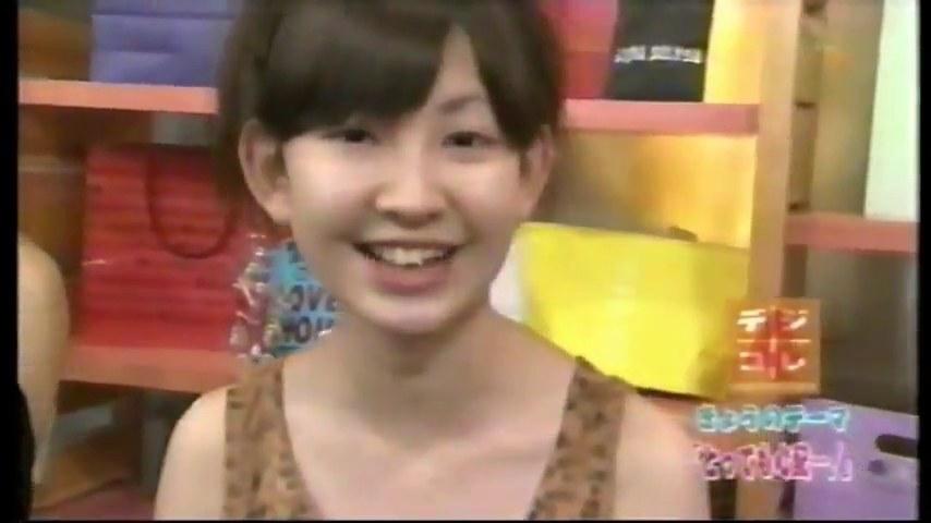 小嶋陽菜、『セーラームーン』下着姿で胸の谷間があらわに9