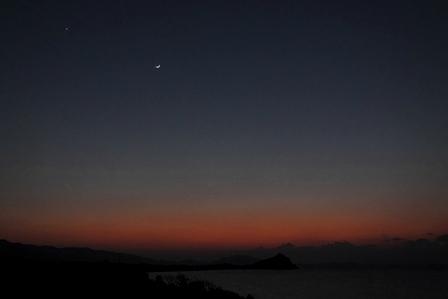 12月5日18時26分残光と月と一番星