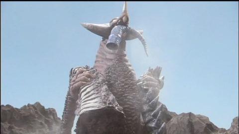 ナツノメリュウやグランゴンの尻尾を持って、ゴモラ登場!