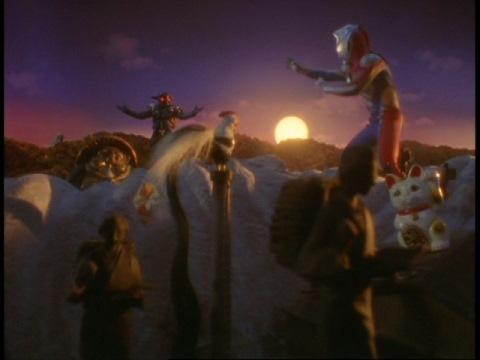 ヒマラの世界で戦うウルトラマンダイナ