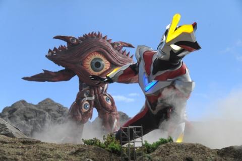 ウルトラマンビクトリー VS ガンQ(SD)