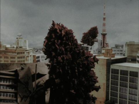 東京を闊歩する複数のガラモン