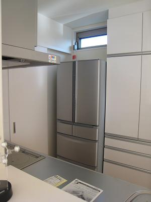 冷蔵庫設置完了斜め