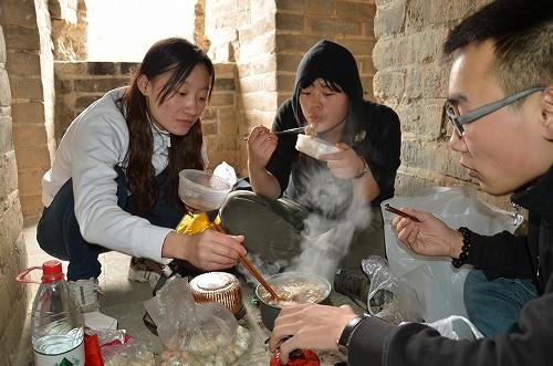 045万里の長城でまさかの鍋をおいしくいただきました!!