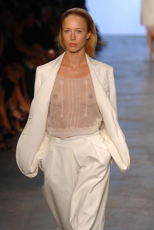 Raquel Zimmermann-Calvin Klein Spr 06 2001x3000