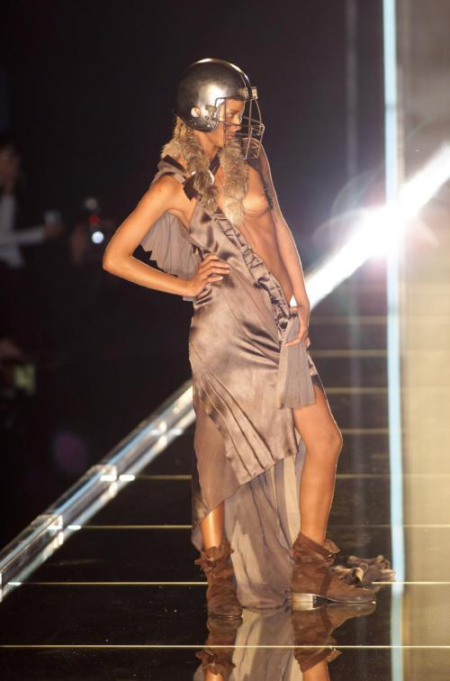 Raquel Zimmermann-Christian Dior Spr 01 925x1400
