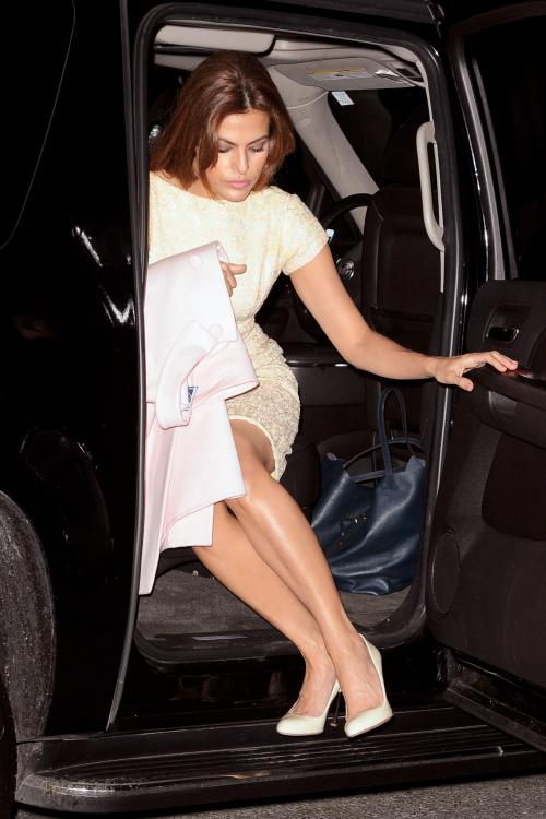 Eva Mendes Upskirt Candids in New York001