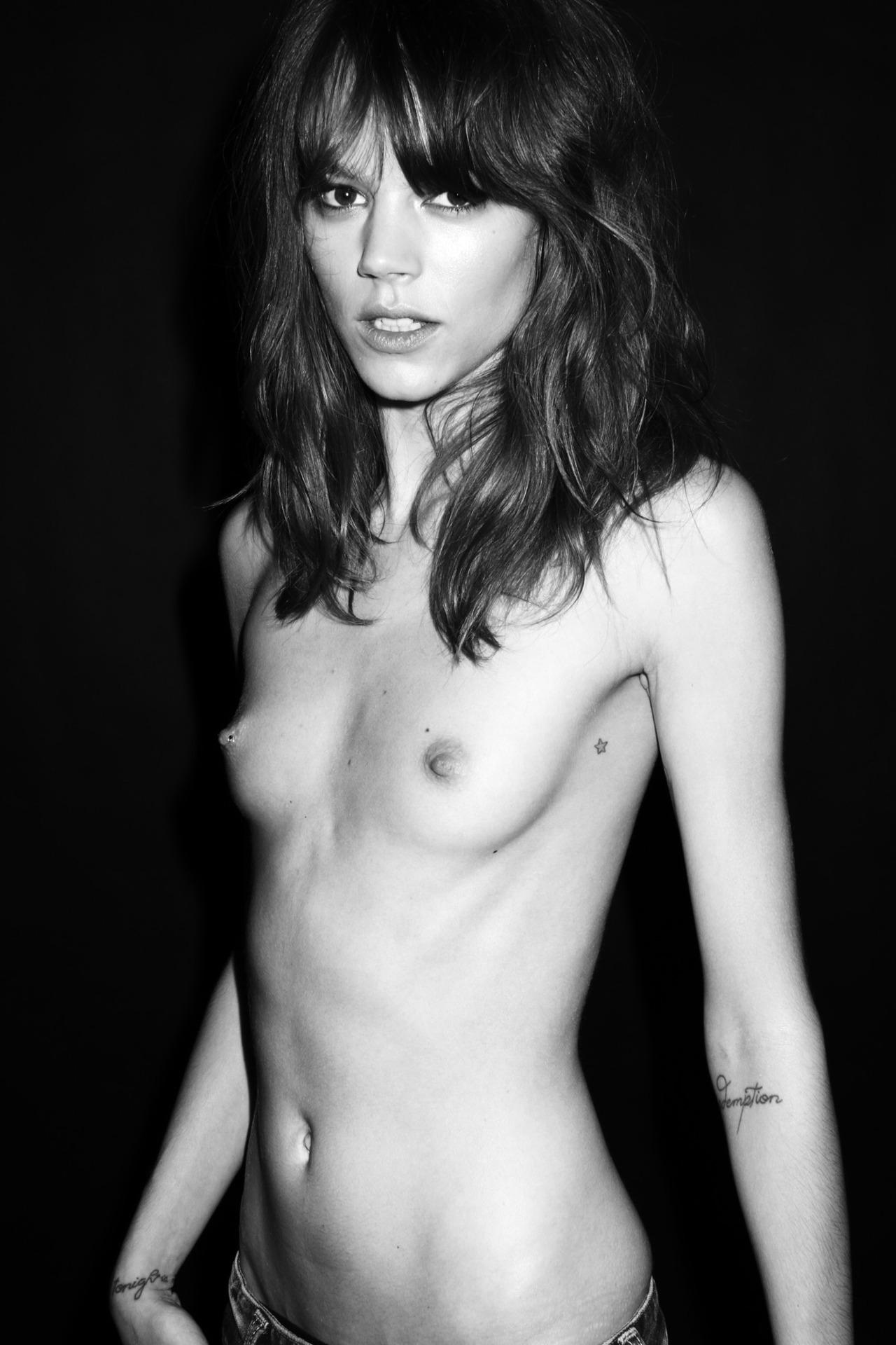 Congratulate, seems Actress linda kelsey posing nude