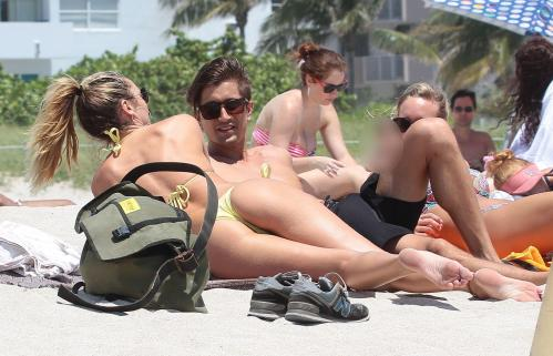 Candice Swanepoel - wearing a bikini on the beach in Miami (5)