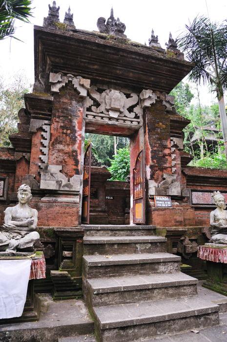 110918_Sebatu寺院(プール入口)