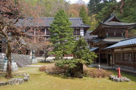 20永平寺・僧堂から見る庭園