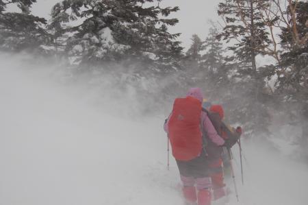 16下山路の積雪