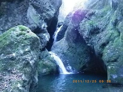 海沢探勝路の滝