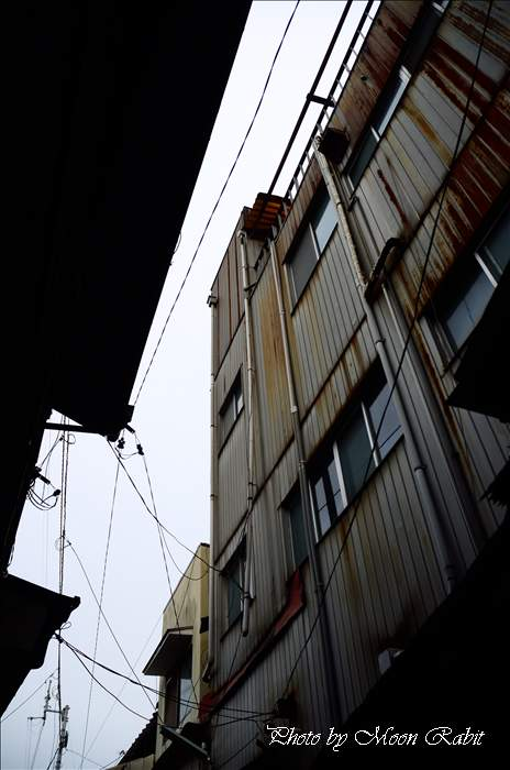 西条市 カラオケ喫茶京・スナック寿賀・仕出しひょっとこ付近の通路にて 愛媛県西条市紺屋町 2011年8月25日