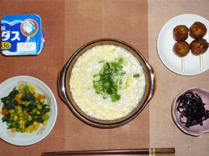 卵雑炊,ほうれん草とミックスベジタブルのソテー,つくね×2,昆布の佃煮,ヨーグルト