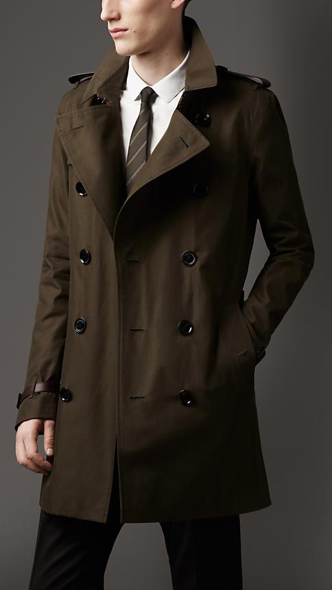 このコートカッコイイ。