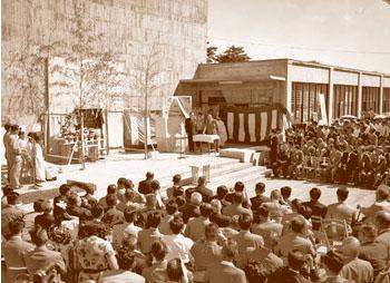 blog 1957年9月、茨城県東海村で開かれた日本初の研究用原子炉の完成式典