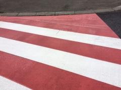 赤い横断歩道