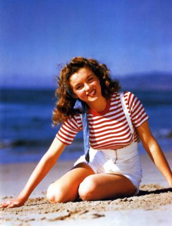 Adorable-Norma-Jean-marilyn-monroe-23414025-500-658_convert_20111022175843.jpg