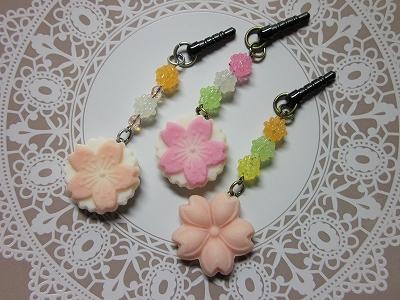 桜のイアフォンジャックピアス