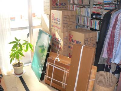 """""""旧事務所""""から""""新事務所""""に運び込まれた荷物の一部"""
