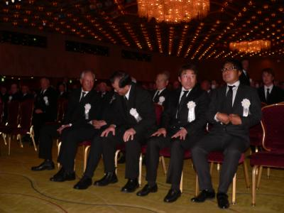 一堂に会した左から青木、尾崎将、中嶋、尾崎直、片山の永久シード選手