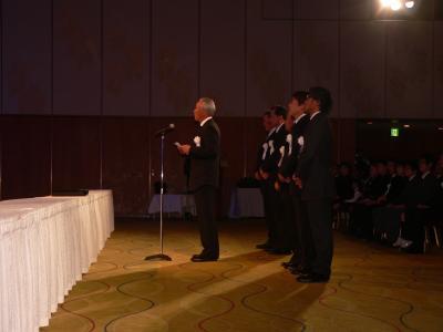 祭壇前に整列した永久シード選手の6人