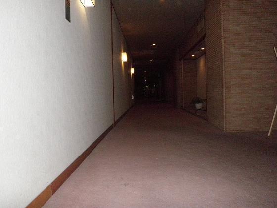 フロント前廊下