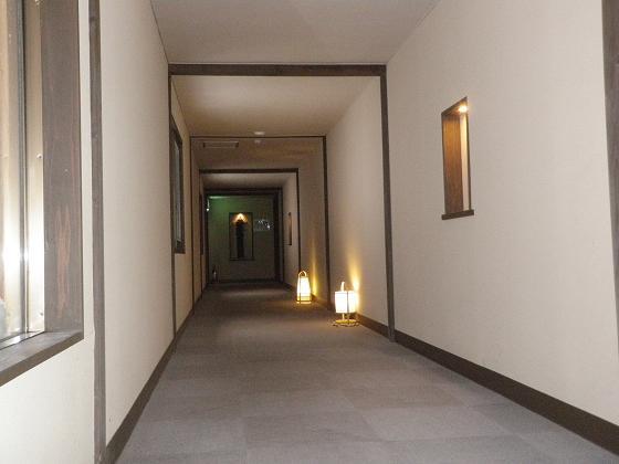 静かな長い廊下