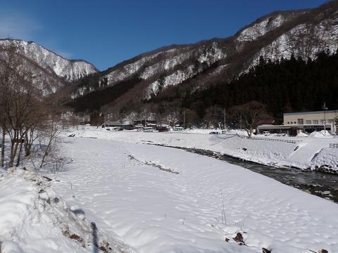 晴れた日の湯檜曽川