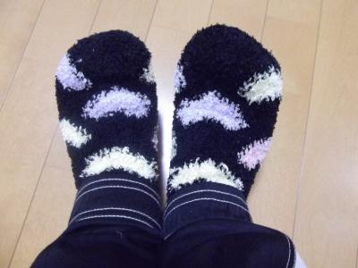 モコモコマイクロモール靴下。