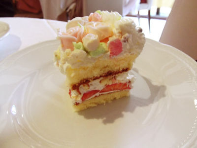 ウェディングケーキの一部。