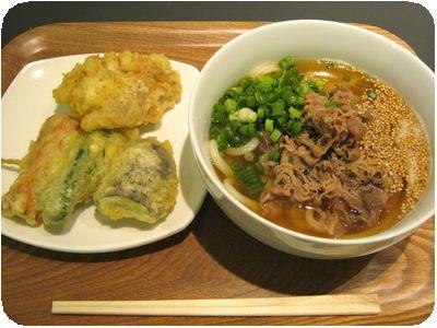 肉うどん(中)+串天+鶏天