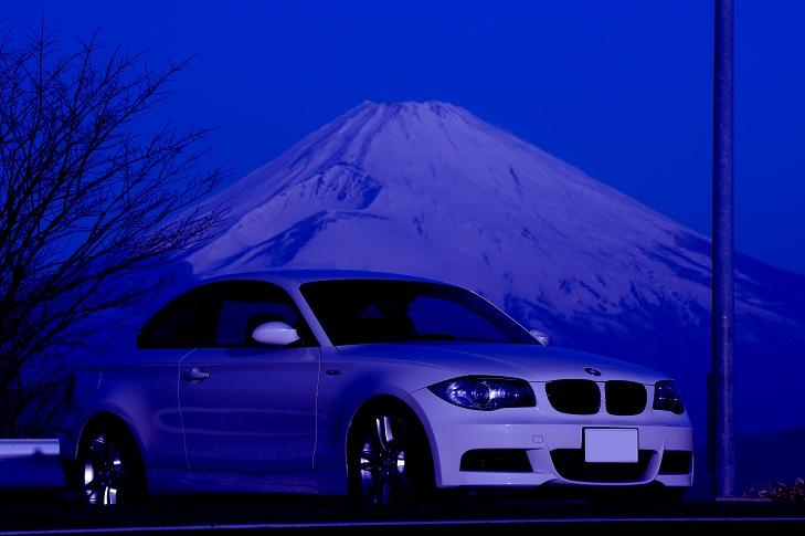 闇夜に映える富士